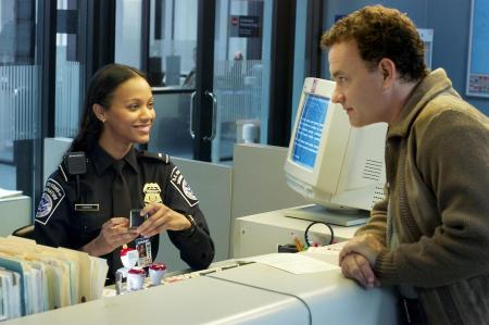 still-of-tom-hanks-and-zoe-saldana-in-the-terminal-large-picture